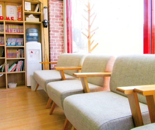 岡崎市アームズ整骨院の待合室写真